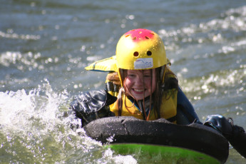 Sjoa : Child rafting at the Sjoa hostel in Norway