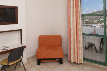 Peki'in : Chair in a room at the Pekiin hostel in Israel