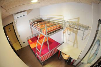 Zaragoza - La posada del Comendador : Family Room in Zaragoza - La posada del Comendador Hostel, Spain