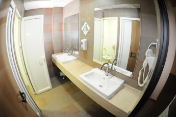Zaragoza - La posada del Comendador : Bathroom in Zaragoza - La posada del Comendador Hostel, Spain