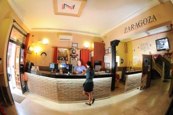 Zaragoza - La posada del Comendador : Rezeption in Zaragoza - La Posada del Comendador Hostel, Spanien
