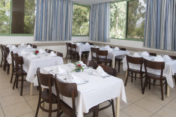 Ma'ayan Harod : Dining room in the Maayan Harod hostel in Israel