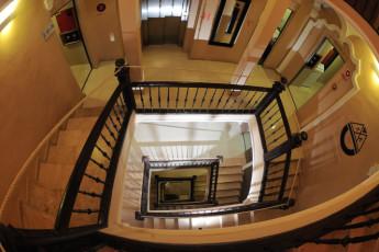 Zaragoza - La posada del Comendador : Flur und Treppe in Zaragoza - La Posada del Comendador Hostel, Spanien