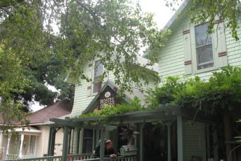 HI - San Luis Obispo : Front Exterior View of San Luis Obispo Hostel, USA