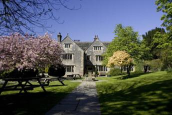 YHA Hartington Hall : Exterior of the YHA Hartington Hall Hostel in England