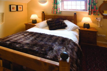 YHA Hartington Hall : Private double room in the YHA Hartington Hall Hostel in England