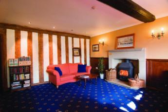 YHA Hartington Hall : Lounge in the YHA Hartington Hall Hostel in England