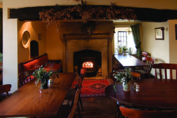 YHA Hartington Hall : Dining room in the YHA Hartington Hall Hostel in England
