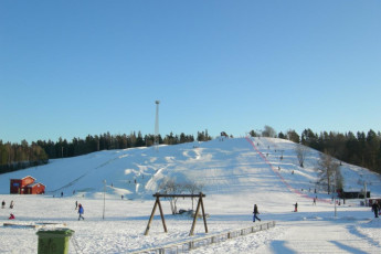 Eskilstuna : Snow slope near the eskilstuna hostel in Sweden
