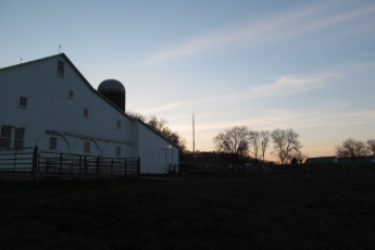 HI - Lucas - Malabar Farm : Sunset Over the Big Barn at Lucas - Malabar Farm Hostel, USA