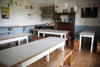 YHA Land's End : Dining room in the YHA Lands End hostel in England