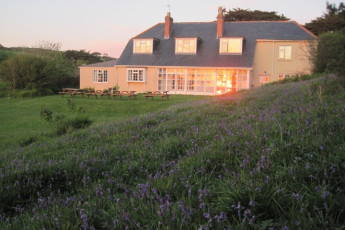 YHA Land's End : Exterior view of the YHA Lands End hostel in England