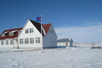 Gaulverjaskóli : Exterior View of Gaulverjaskoli Hostel, Iceland During the Snow