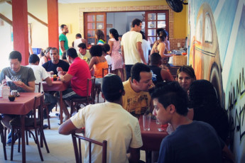 Praia Do Forte - Praia Do Forte Hostel : Guests in dining room at the Praia do Forte hostel in Brazil