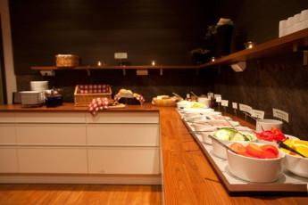 Örebro/Livin' : Buffet area in the Orebro/Livin hostel in Sweden