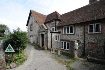 YHA Alfriston : Exterior of the YHA Alfriston hostel in England