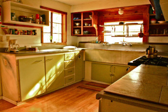 HI - Phoenix - The Metcalf House : Kitchen in Phoenix - The Metcalf House Hostel, USA