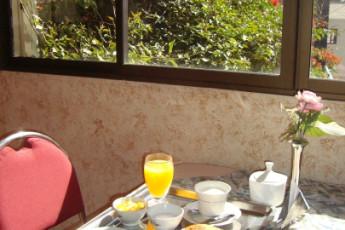 Cochabamba - HI Versalles : Breakfast at Cochabamba - Versailles Hostel, Bolivia