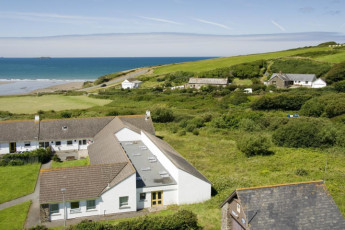 YHA Broad Haven : Exterior of the YHA Broad Haven hostel in England