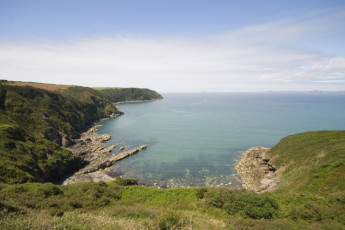 YHA Broad Haven : Cove near the YHA Broad Haven hostel in England