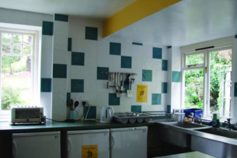 YHA Minehead : Kitchen in the YHA Minehead hostel in England
