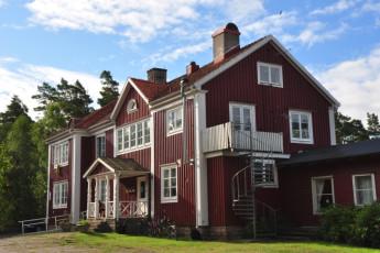 Stora Frögården : Front Exterior View of Stora Frogarden Hostel, Sweden
