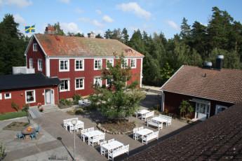Stora Frögården : Courtyard and Patio Dining Area at Stora Frogarden Hostel, Sweden