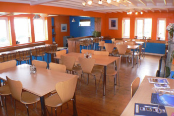 YHA Treyarnon : Dining room in the YHA Treyarnon hostel in England