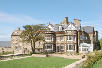 YHA Whitby : Exterior of the YHA Whitby hostel in England