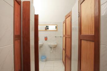 Chapada Diamantina – Palmeiras – Caminhos Da Chapada : Bathroom in Caminhos da Chapada Hostel, Brazil
