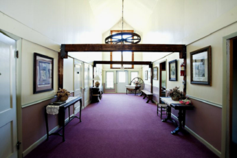 HI - Littleton - Friendly Crossways : Corridor in Littleton - Friendly Crossways Hostel, USA