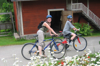 Joutsa - Vaihelan Tila : Guests cycling at the Joutsa - Vaihelan Tila hostel in Finland