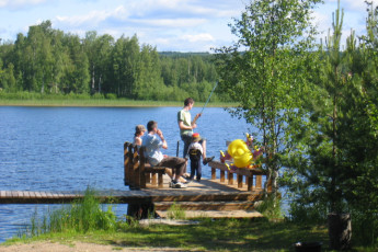 Joutsa - Vaihelan Tila : Guests at lake near the Joutsa - Vaihelan Tila hostel in Finland