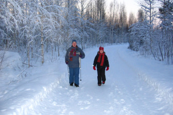 Joutsa - Vaihelan Tila : Guests in snow near the Joutsa - Vaihelan Tila hostel in Finland