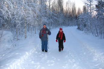 Joutsa - Vaihelan Tila : Guests in snow near the Joutsa - Vaihelan Tila hostel in Finland