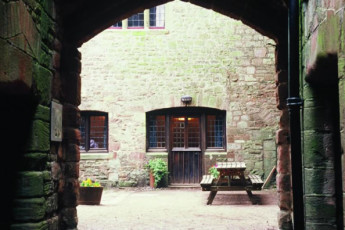 YHA St Briavels : Exterior courtyard of the YHA St Briavels hostel in England