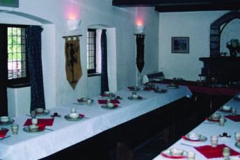 YHA St Briavels : Dining room in the YHA St Briavels hostel in England