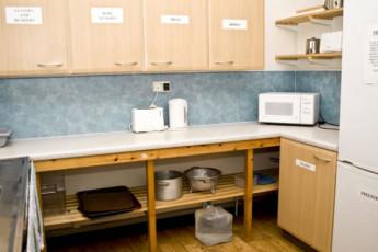 YHA Streatley : Kitchen in the YHA Streatley hostel in England