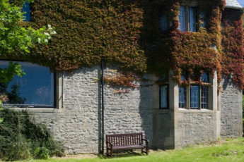 YHA Arnside : Exterior of the YHA Arnside hostel in England