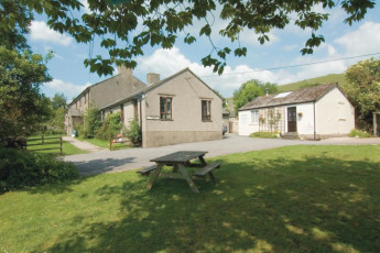 YHA Malham : Exterior view of the YHA Malham hostel in England