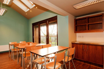 YHA Malham : Dining room in the YHA Malham hostel in England