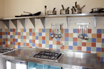 YHA Windermere : Kitchen Area in Windermere Hostel, England