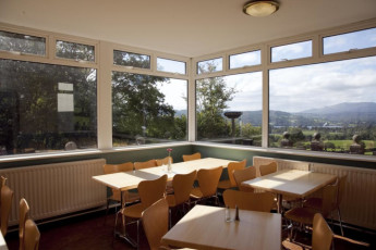 YHA Windermere : Dining Area in Windermere Hostel, England