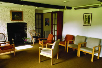 YHA Brecon Beacons Danywenallt : Lounge in the YHA Danywenallt hostel in England