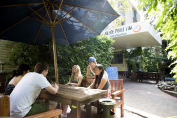 Sydney - Glebe Point YHA : Guests outside the Sydney - Glebe Point YHA hostel in Australia