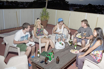 Sydney - Glebe Point YHA : Guests dining on terrace at the Sydney - Glebe Point YHA hostel in Australia