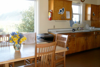HI - Montara - Point Montara Lighthouse : Kitchen and Dining Area in Montara - Point Montara Lighthouse Hostel, USA