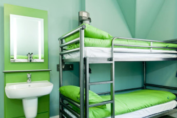 YHA Canterbury : Dorm Room in Canterbury Hostel, England