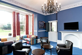YHA Canterbury : TV and Lounge Area in Canterbury Hostel, England