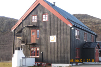 Hjerkinn : Exterior of the Hjerkinn hostel in Norway